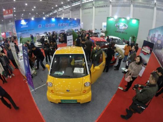 """节能减排、绿色行驶是全球发展的战略目标,在国家众多利好政策的催生下,新能源汽车电动车市场正蓬勃发展。如春天的万物充满了勃勃生机!满载着希望与欣喜。今天我们在这里共同启动""""2014(武汉)国际新能源汽车与电动车展览会""""就是要展示我国新能源汽车电动车发展的成果及企业的风采!搭建经销商、贸易商合作的平台,把时尚、科技的元素融入进武汉人文的波涛之中,欧尼优公司致力于将武汉新能源电动车展打造成华中地区唯一专业电动车品牌展会!为华中地区广大市民的绿色出行提供强劲动力!"""