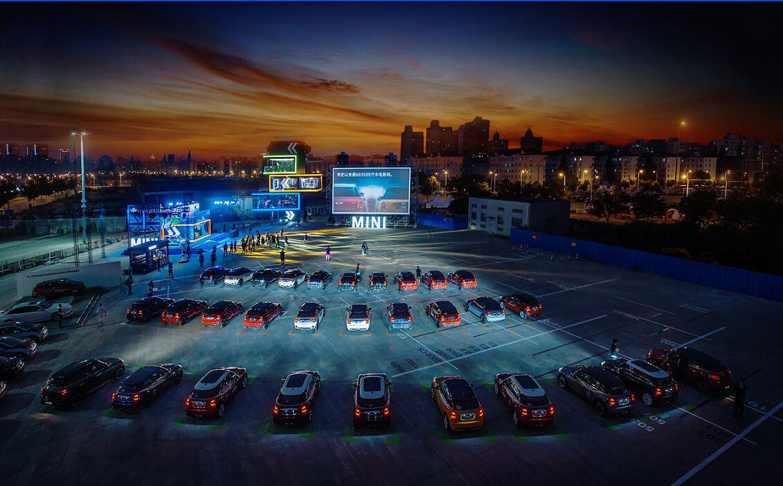 mini品牌体验中心汽车电影院开始放映